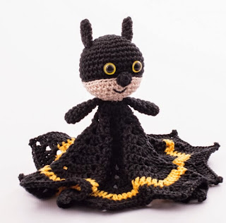 http://translate.google.es/translate?hl=es&sl=en&u=http://www.dendennis.nl/pattern/free-amigurumi-pattern-batman-snuggle/&prev=search
