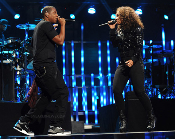 3ee98d27e56a CELEBRITY SNEAKER ROCKERS  Jay-Z Rock n the Air Jordan 3 Black Cement