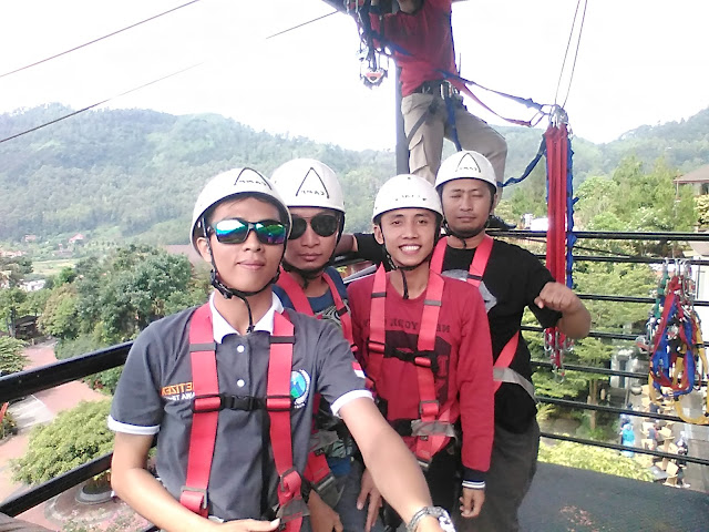 Nyobain Flying Fox di Jambuluwuk Resort - Umar Fadil