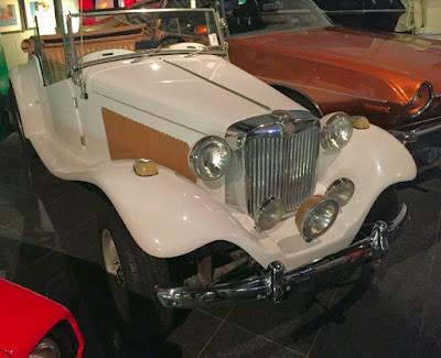 A Dezer Collection adquiriu um MP Lafer 1979 branco e o colocou na ala do Miami Auto Museum dedicada aos filmes de James Bond, o Agente 007 a Serviço Secreto de Sua Majestade.