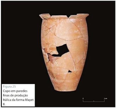 Objecto de cerâmica encontrado durante as obras de reconstrução da casa Kalathos
