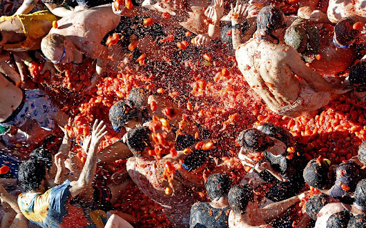 La Tomatina!         -          Feetup Hostels Spain, Travel News, Resources for Travelers, Offers and Groups