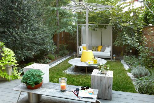 Small but beautiful backyard inspiration brooklyn limestone for Small yard design inspiration