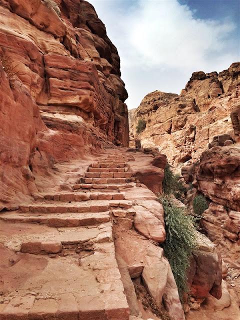 Petra Jordan lost city the monastery Ad Deir trek