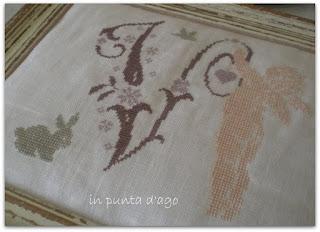 http://silviainpuntadago.blogspot.it/2011/08/lino-11-fili-filati-molun-dmc-schema.html
