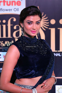 Ishita Vyas in Velvet Sleeveless Choli Designer Saree at IIFA Utsavam Awards 2017  Day 2  HD Exclusive 08.JPG