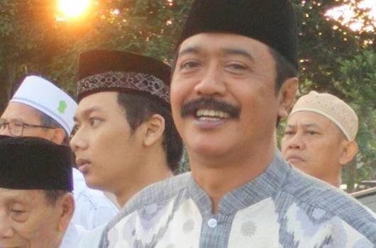 Takjub Dengan Yang Dilakukan Oleh Orang Gila, Ketua DPRD Ini Menjadi Lebih Rajin Shalat