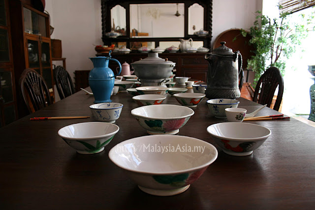 Tableware for Peranakan people
