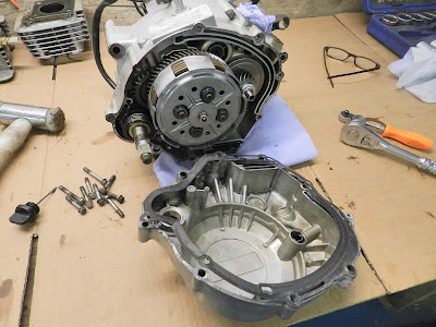 Yamaha XT125 Clutch engine side cover , oil filter replacement  XT 125