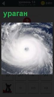 Фотография урагана в действии, вихрем заворачивается в круг, в центре которого отверстие