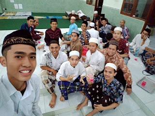 Bersama teman - teman Santri PPRQ Semarang.
