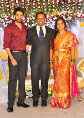 comedian-harish-wedding-reception-stills-22c4be1