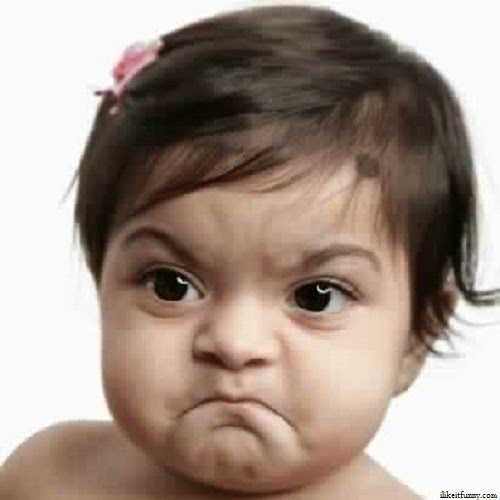 Photo bébé fille très en colère
