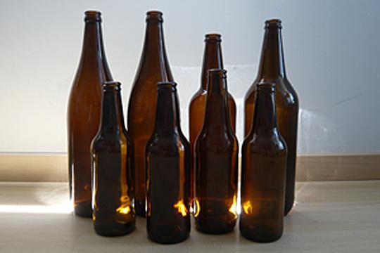 equipo para hacer cerveza botellas