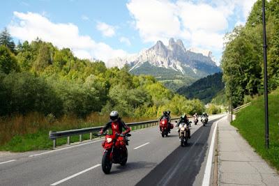 Tips Touring Naik Sepeda Motor