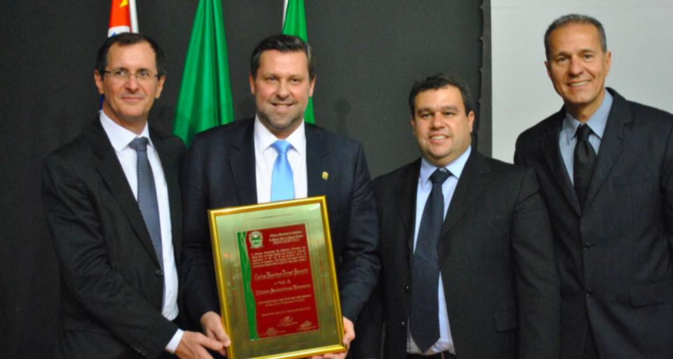 Deputado Carlos Sampaio recebeu o Título de Cidadão Santarritense