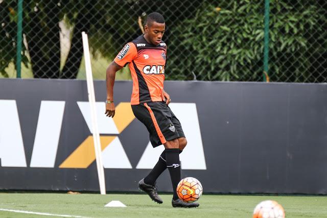Robinho deja Nike y negocia con otras marcas