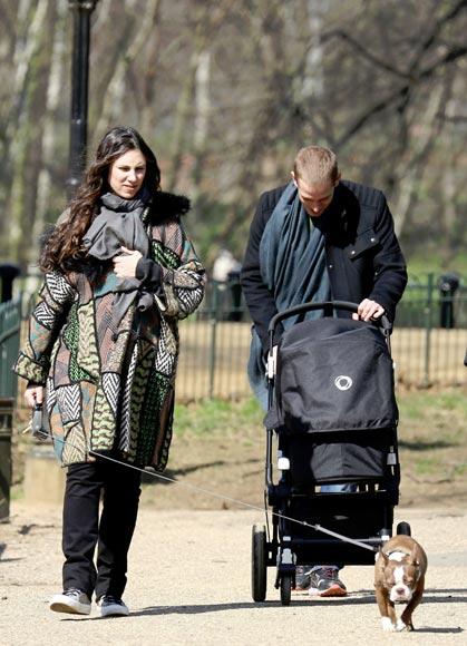 Matrimonio Kate Middleton : Andrea casİraghİ and tatİana santo domİngo wİth theİr son