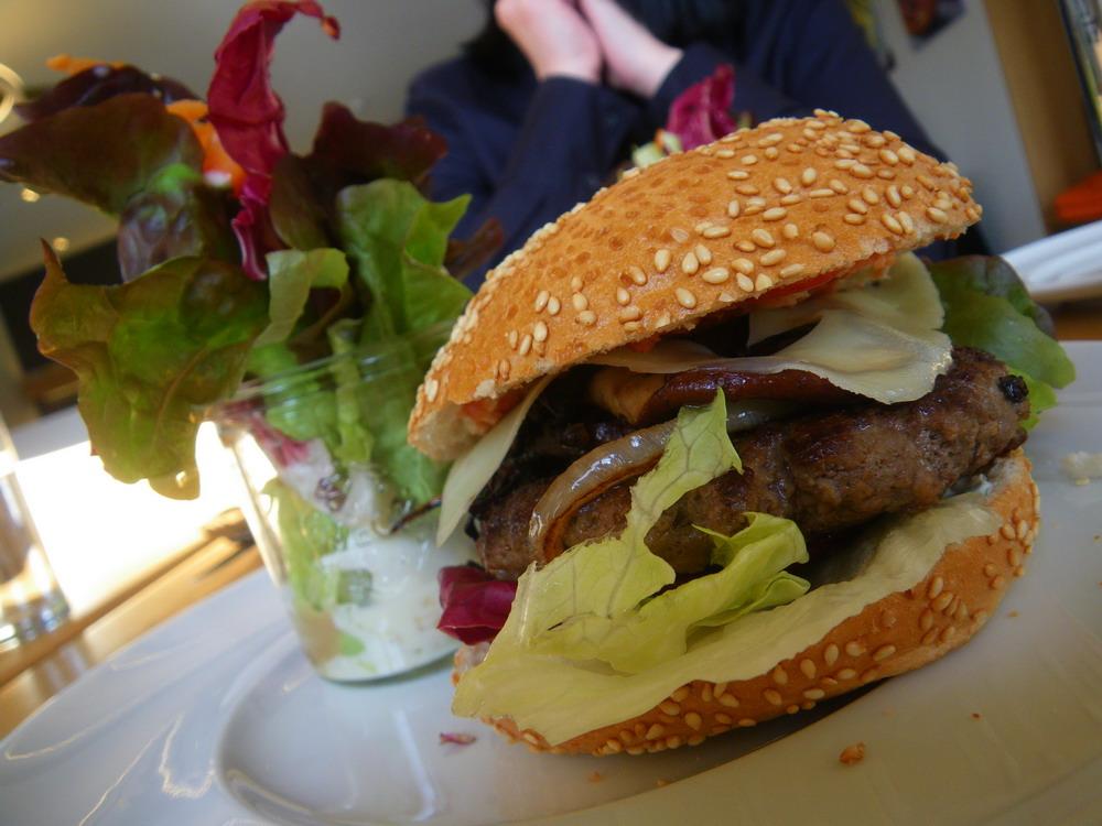 ausw rts essen regensburg auf einen burger ins kz. Black Bedroom Furniture Sets. Home Design Ideas
