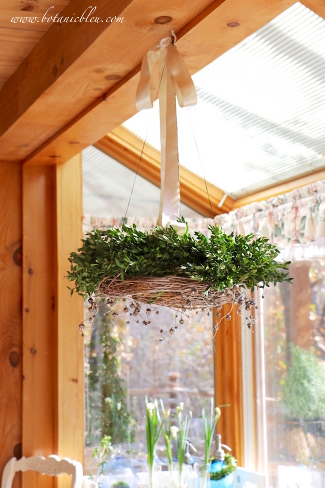 breakfast-sunspace-christmas-hanging-horizontal-wreath