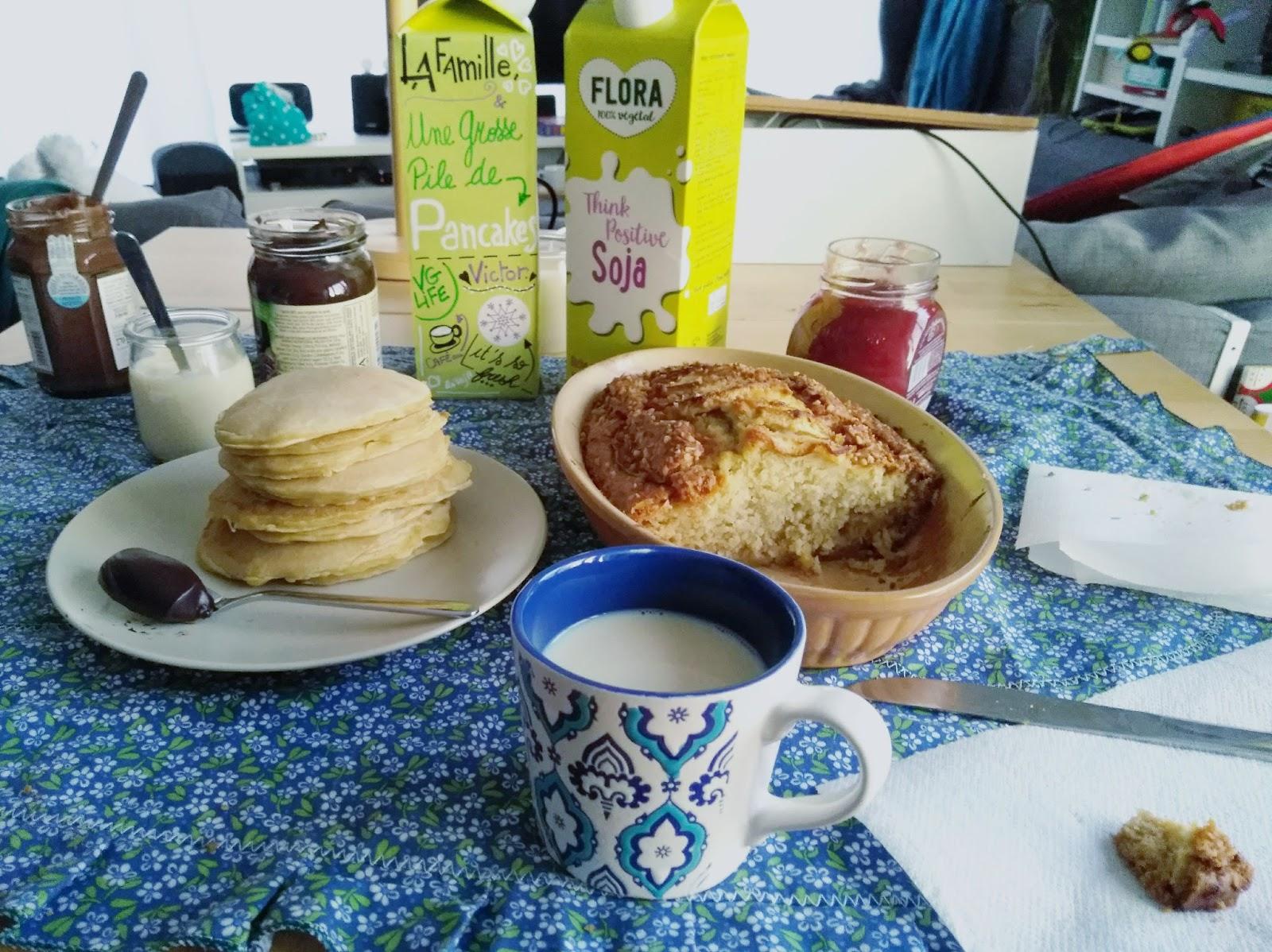Un goûter végétalien (pancakes et cake aux pommes)