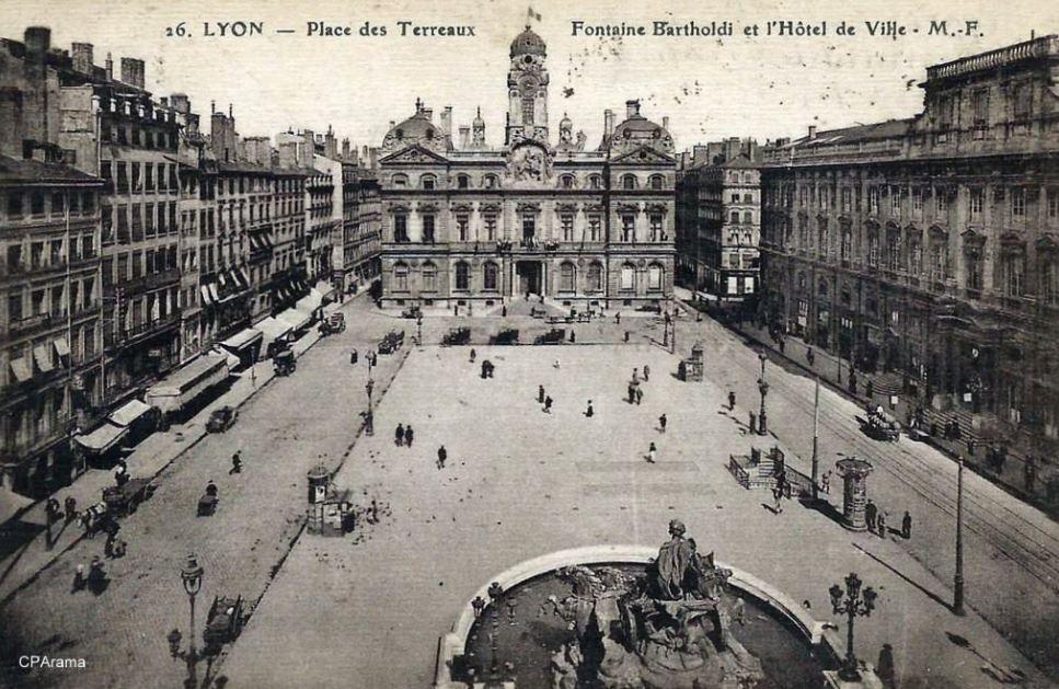 CPA Lyon fontaine