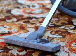 Como eu faço para limpar sofá tapete cortina estofado em casa?