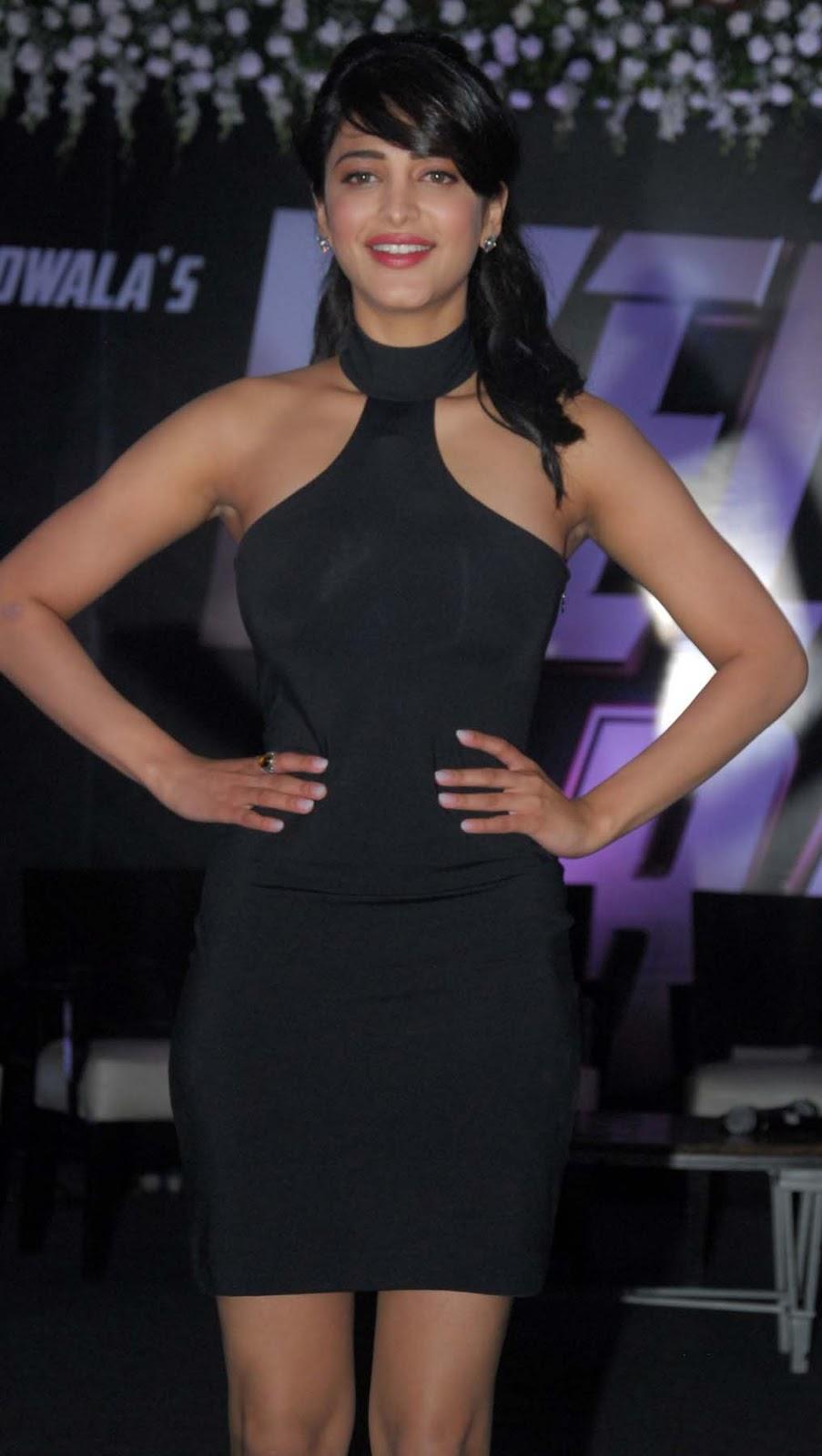 Shruti Hassan Latest Hot Thigh Show Photos In Black Dress -2286