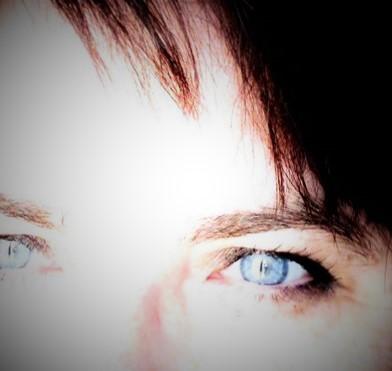 Yeux bleus foncés