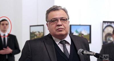 #شاهد | ملتقط صورة قاتل السفير الروسي.. يكشف مفاجأة غريبة !