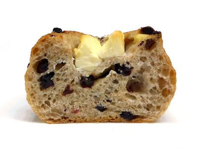 はちみつとクリームチーズのライ麦パン | DONQ(ドンク)