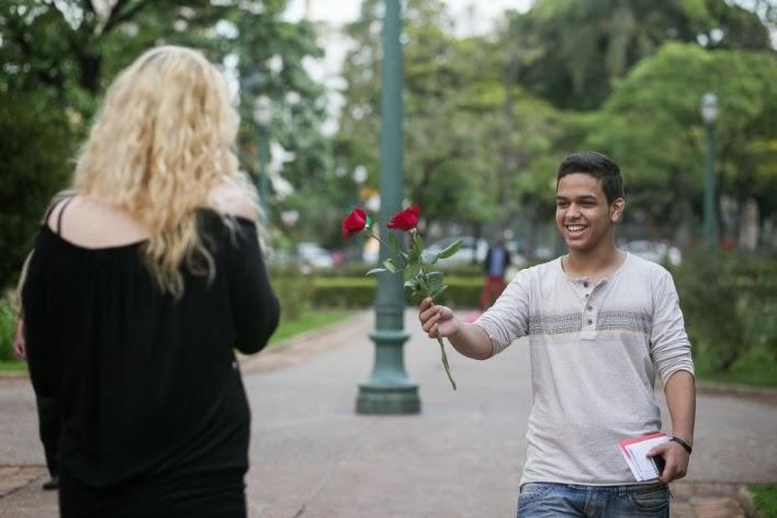 pedido-casamento-surpresa-praça-liberdade-flores