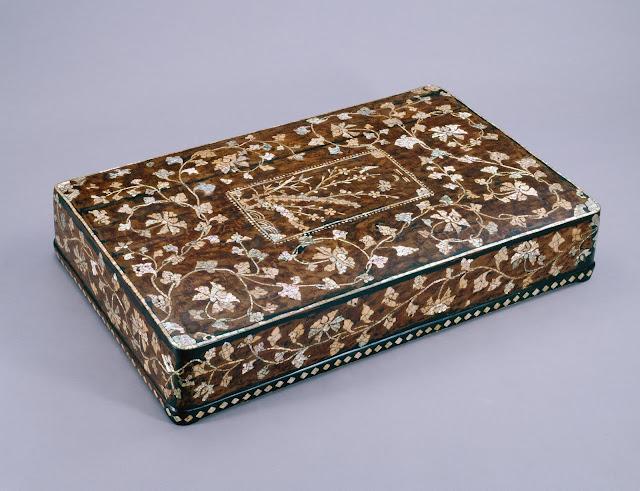 나전 칠 상자(螺鈿箱子), 조선, 높이 12.4cm, 너비 70.9cm, 길이 43cm, 국립중앙박물관
