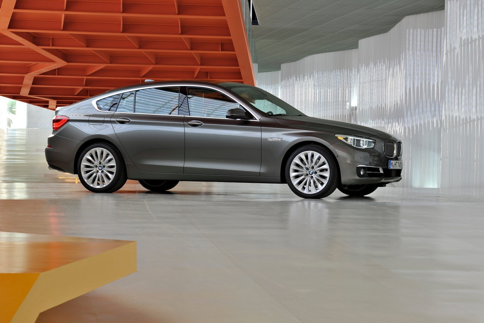 die another day second gen bmw 5 gt on its way carscoops. Black Bedroom Furniture Sets. Home Design Ideas