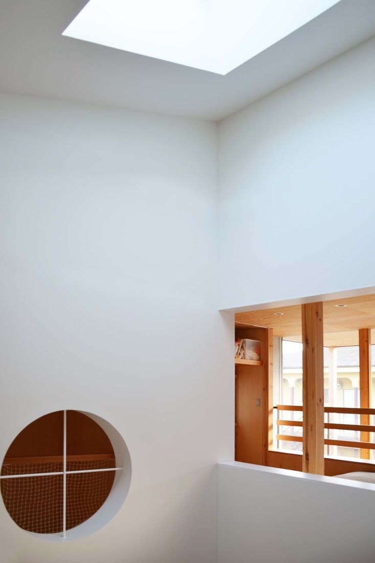 14-Double-Height-Light-Well-Mizuishi-Architects-Atelier-Light-and-Airy-House-in-Japanese-Architecture-www-designstack-co