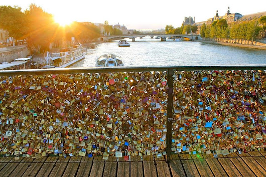 "Just Too Much Love - Part of Paris' ""Love Bridge"" Collapses"