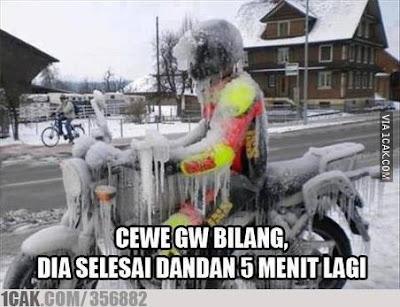 10 Meme 'Cowok Nungguin Ceweknya Dandan' Ini Bikin Ngakak Merem Melek