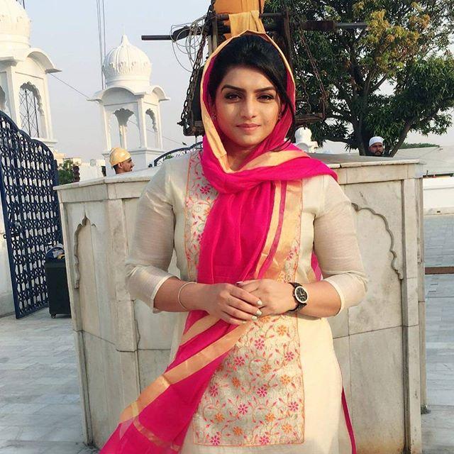 Oshin Brar Hd Wallpaper Singer Rupinder Handa Beautiful Latest Pictures 2018