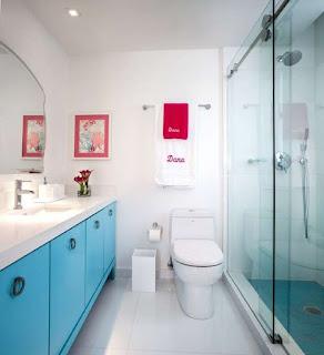 Glass doors in shower cabins