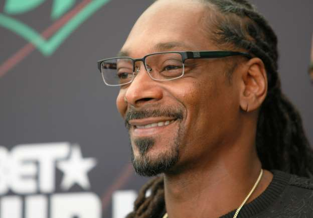 Woman shocked to find out her Secret Santa is Snoop Dogg