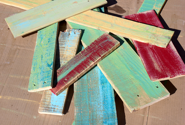 scraps, pallets, salvaged wood, http://goo.gl/yz4Uln