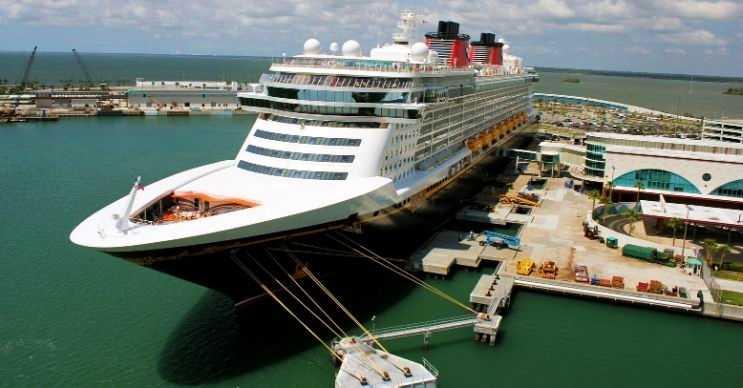 Disney Fantasy adeta yüzen bir şehirdir, yaklaşık 4 bin yolcu kapasitesi vardır.