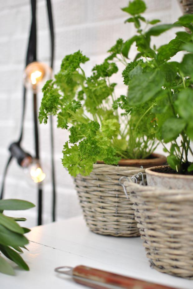 hannashantverk.blogspot.se utekök planteringsbord örter