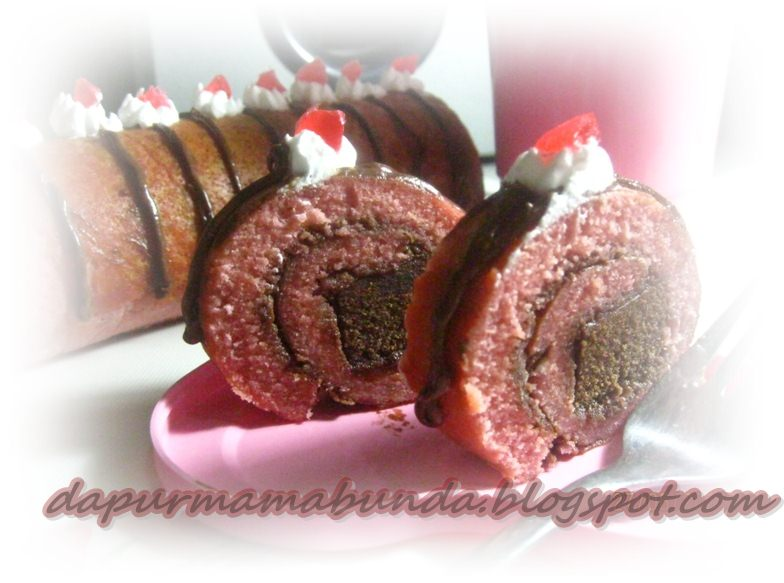 Resep Roll Cake Jepang Ncc: NCC Bolgul Week: Strawberry Brownis Roll Cake By Alley