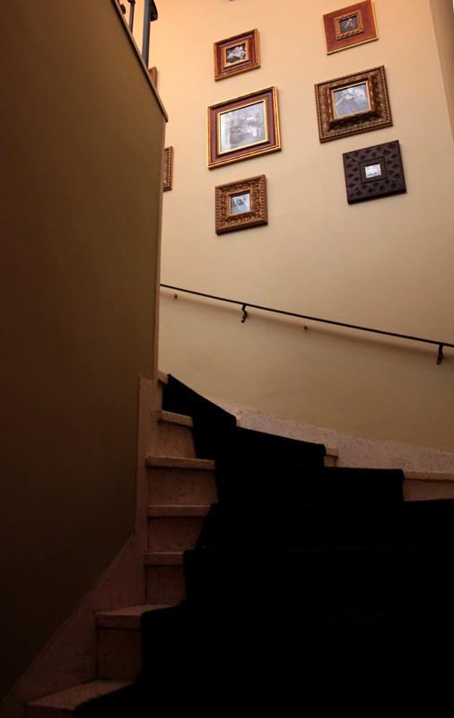 a7343da56 O provador e a escada de acesso a sala de eventos e o toilet