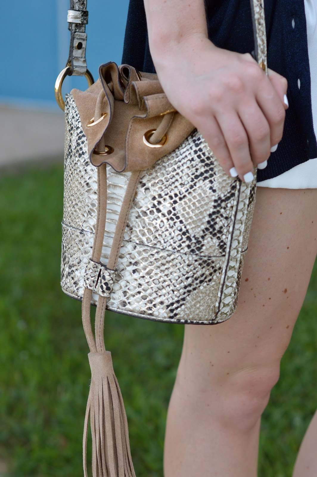 snakeskin tassel bucket bag | tassel bucket bag | banana republic purses | a memory of us | kansas city fashion blogger |