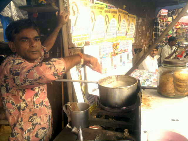 chaiwallah, tea brewer, tapri, street, lower parel, mumbai, street photography, streetphoto,