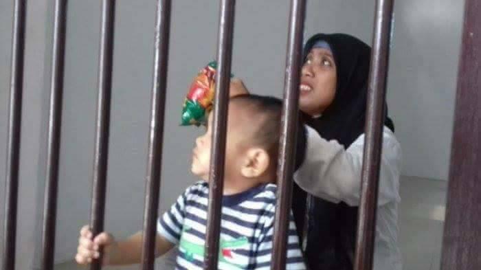 bayi yang dipenjara