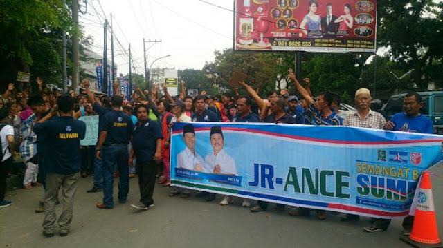 Sidang Sengketa JR Saragih-Ance Selian Lanjut, Massa Pendukung Berkumpul
