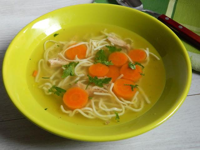 Supa de fazan cu taitei de casa